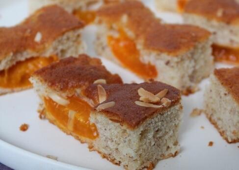 Marillenkuchen mit Mandeln