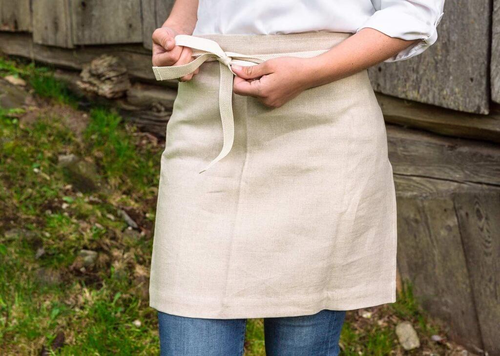 Kochschuerze-Variante-binden