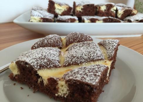 Kuchen in schwarz-weiß